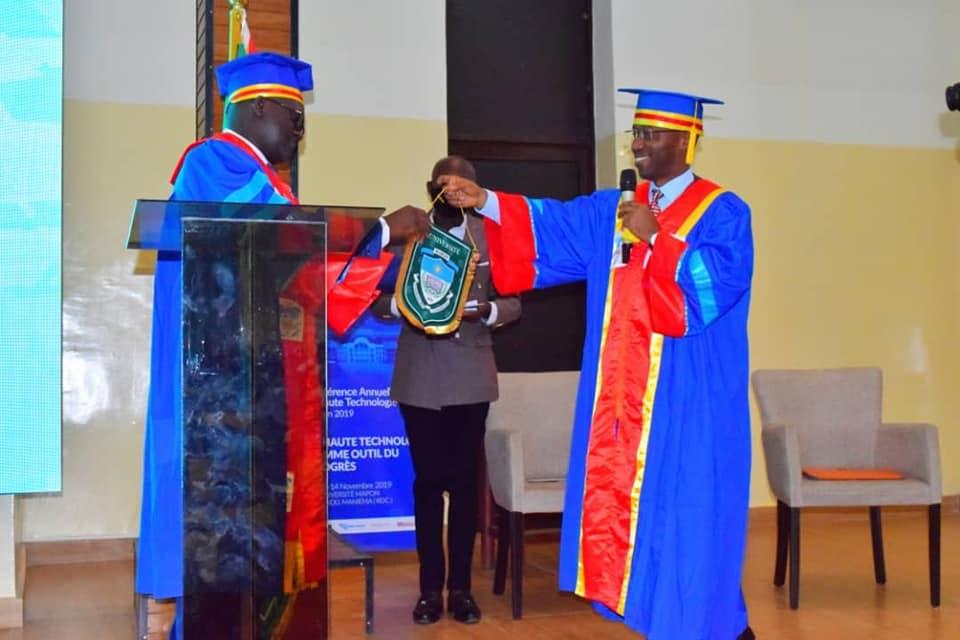 Cérémonie officielle de remise du pouvoir au nouveau Recteur de l'université Mapon