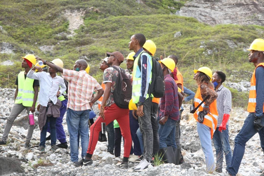 Les Géo-mineurs de l'Université Mapon font une descente sur terrain !